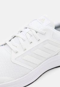 adidas Performance - GALAXY  - Hardloopschoenen neutraal - footwear white/core black - 5