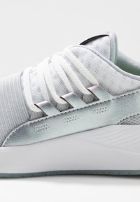 Under Armour - CHARGED BREATHE IRD - Treningssko - white - 5