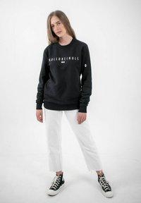 PLUSVIERNEUN - BERLIN - Sweatshirt - black - 3