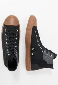 Converse - CHUCK TAYLOR ALL STAR - High-top trainers - black/honey - 1