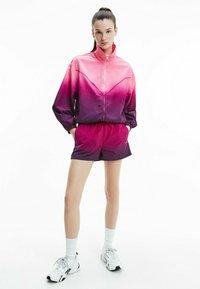 Calvin Klein Jeans - DIP DYE - Training jacket - gradient dark clove - 1