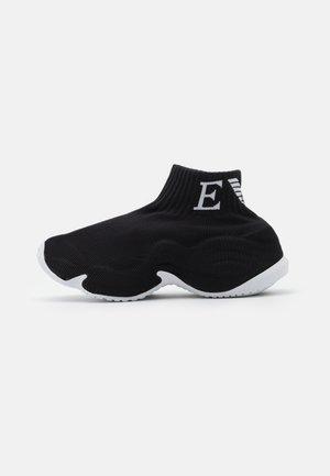 Zapatillas altas - black/white