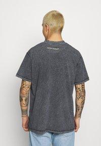 Night Addict - KIETH UNISEX - T-shirt con stampa - black acid wash - 2