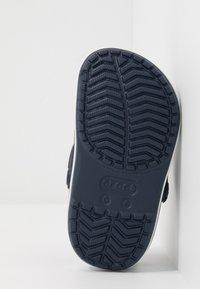 Crocs - CROCBAND SHARK - Chanclas de baño - navy - 5