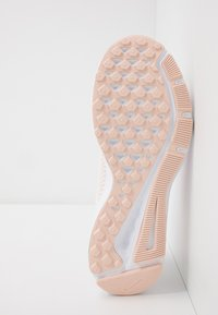 Nike Performance - QUEST 2 - Neutral running shoes - summit white/fire pink/washed coral - 4