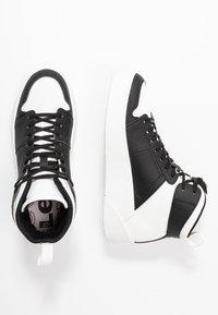 Levi's® - MULLET  - Vysoké tenisky - regular black - 3