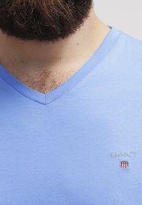 GANT - ORIGINAL SLIM V NECK - T-shirt - bas - pacific blue - 4