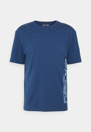 JORSUNNY PLACE TEE CREW NECK - Triko spotiskem - ensign blue