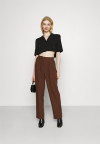 NA-KD - MATHILDE GØHLER SUIT PANTS - Trousers - dark brown - 1