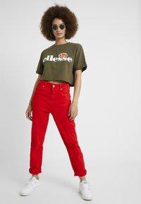 Ellesse - ALBERTA CROP  - T-shirts print - khaki - 1