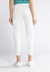 GINA LAURA - Trousers - weiß - 1