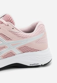 ASICS - GEL-CONTEND - Chaussures de running neutres - ginger peach/white - 5
