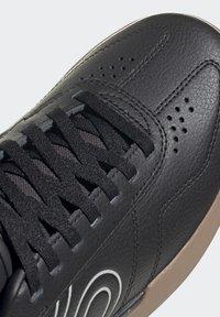 adidas Performance - FIVE TEN SLEUTH DLX MOUNTAIN BIKE SHOES - Cycling shoes - black - 8