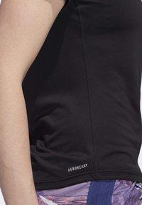 adidas Performance - 3-STRIPES RUN T-SHIRT - Camiseta estampada - black - 6