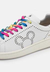 MOA - Master of Arts - GRANDMASTER - Sneakers basse - white - 6
