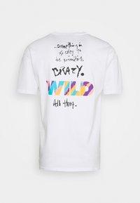 Nike Sportswear - TEE WILD - T-shirt con stampa - white - 6