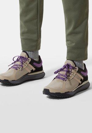 VECTIV ESCAPE FUTURELIGHT - Sneakers - flax/tnf black