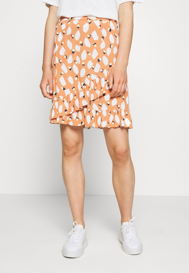 PCLAIA SKIRT - Spódnica trapezowa - sunburn/white