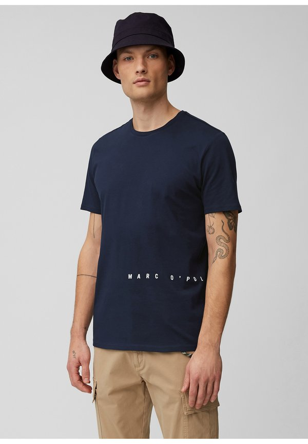 Marc O'Polo DENIM T-shirt z nadrukiem - scandinavian blue/niebieski Odzież Męska BTFP
