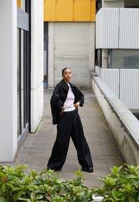 3.1 Phillip Lim - BOX CUT BRACELET SLEEVE RETRO COAT - Short coat - black - 2