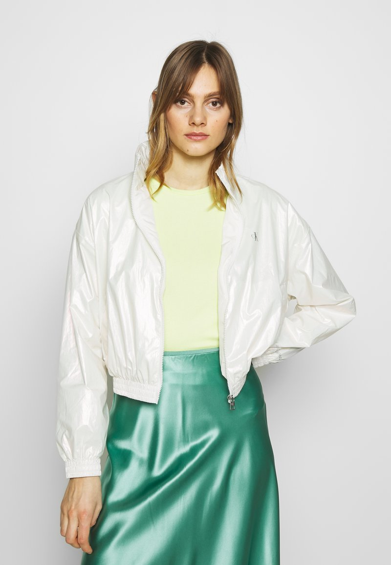 Calvin Klein Jeans - IRIDESCENT WINDBREAKER - Windbreaker - iridescent white