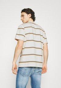 Wood Wood - BOBBY STRIPE - Print T-shirt - offwhite - 2