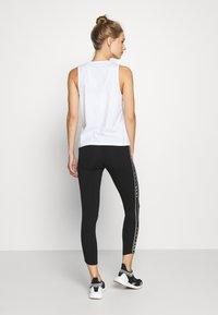 DKNY - HIGH WAIST 7/8 LEGGING LOGO WEBBED TAPE - Leggings - black/olive - 2