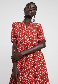 Selected Femme Tall - SLFPOPPY DAMINA DRESS - Shirt dress - chili oil - 3
