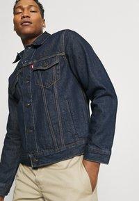 Levi's® - THE TRUCKER - Denim jacket - med indigo - 3