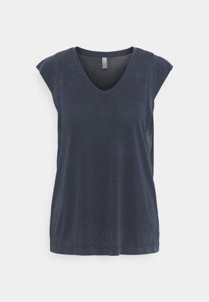 KAJSA - T-shirt basic - salute