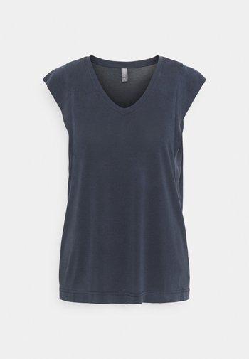 KAJSA - Basic T-shirt - salute