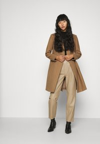 Vero Moda - VMCLASSBEA JACKET  - Classic coat - tigers eye - 1