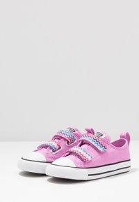 Converse - CHUCK TAYLOR ALL STAR - Tenisky - peony pink/black/white - 3