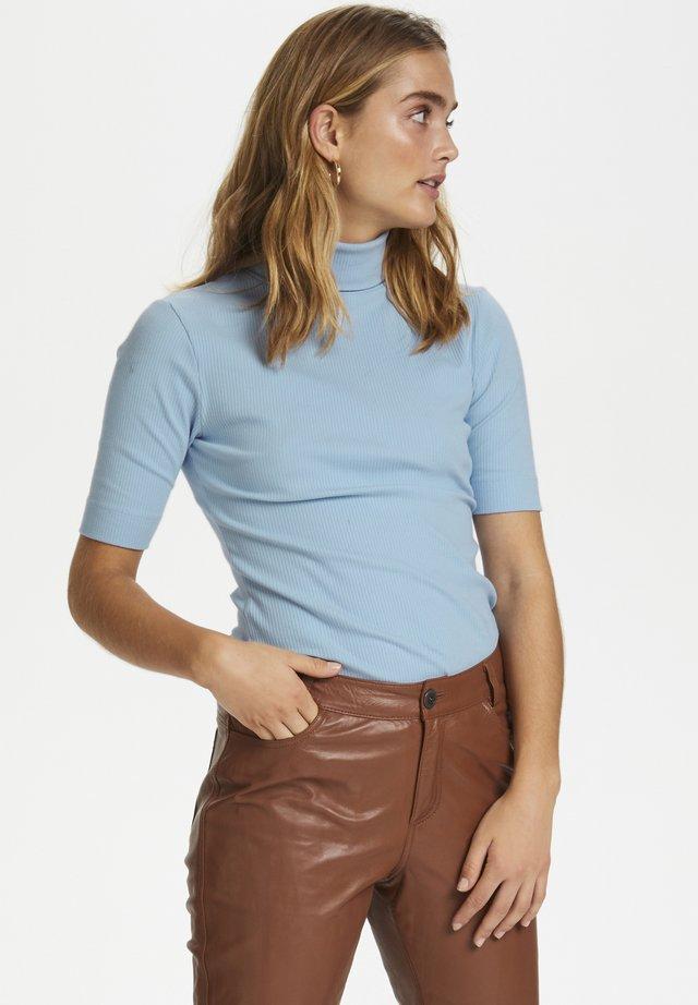 DHZOE - Print T-shirt - brunnera blue