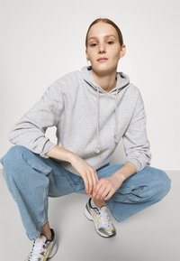 Pieces - PCCHILLI HOODIE - Hoodie - light grey melange - 4