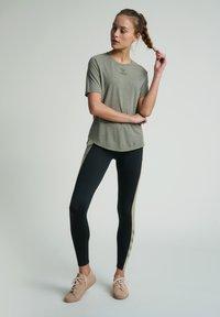 Hummel - HMLVANJA - Basic T-shirt - vetiver - 1