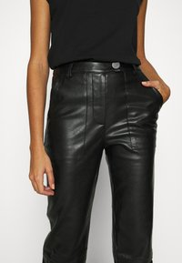 4th & Reckless - KAYDEN TROUSER - Trousers - black - 5