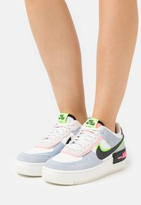 Nike Sportswear - AIR FORCE 1 SHADOW - Sneakersy niskie - sail/black/sunset pulse/light armory blue/electric green - 0