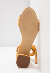 mint&berry wide fit - Sandals - yellow - 6