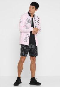 Nike Performance - DRY MILER TANK - Camiseta de deporte - black/black/reflective silver - 1