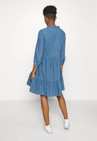 ONLY - ONLENYA LIFE 3/4 SLEEVE - Vestido vaquero - medium blue denim - 2