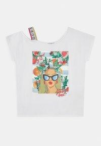 Guess - JUNIOR - Print T-shirt - true white - 0