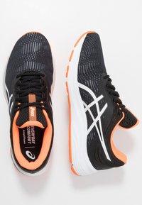 ASICS - GEL-PULSE 11 - Neutrální běžecké boty - black/white - 1