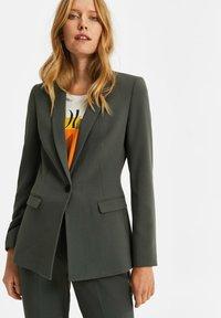 WE Fashion - Blazer - moss green - 0