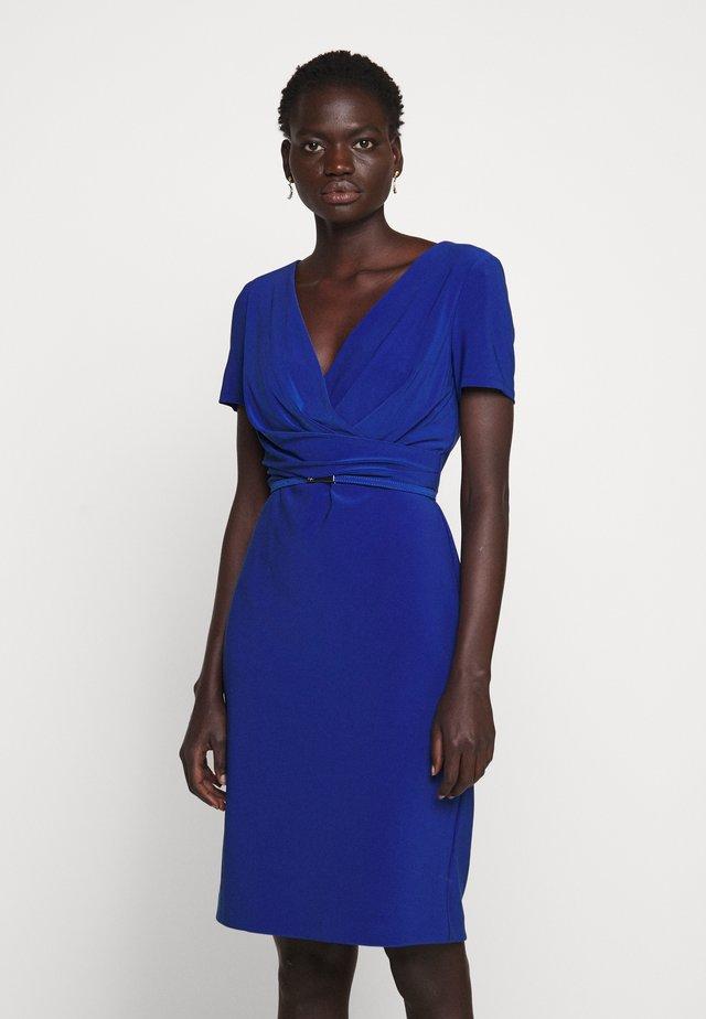 BONDED DRESS BELT - Pouzdrové šaty - summer sapphire
