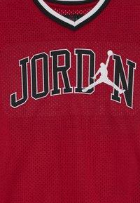 Jordan - 23 SHOOTING - Print T-shirt - gym red - 2