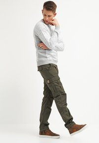 Carhartt WIP - AVIATION PANT COLUMBIA - Pantalones cargo - cypress rinsed - 1