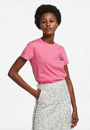 Print T-shirt - carmine rose