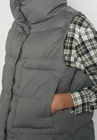 someday. - VEELUNA - Vest - dark sage - 4