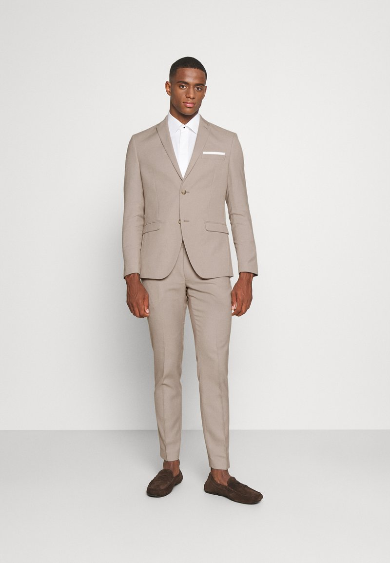 Isaac Dewhirst - THE FASHION SUIT SET - Completo - beige